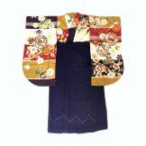 着物:鞠と小槌赤紫 / 袴:紫85